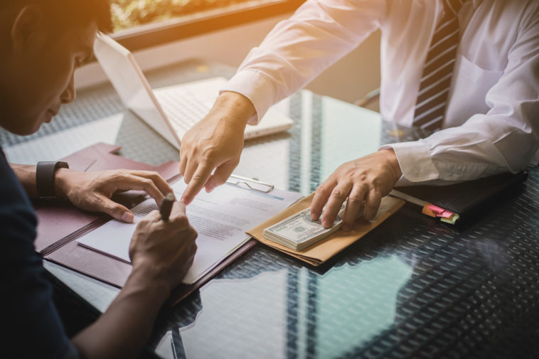 people sign contract to borrow money from investor to invest at own business